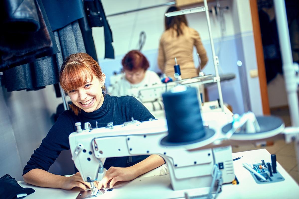Szkolenia BHp wymagane są w każdje branży, również w szwalni odieży.