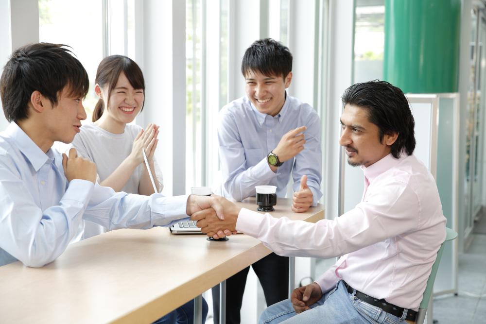 rozmowa pracownika z kadrą