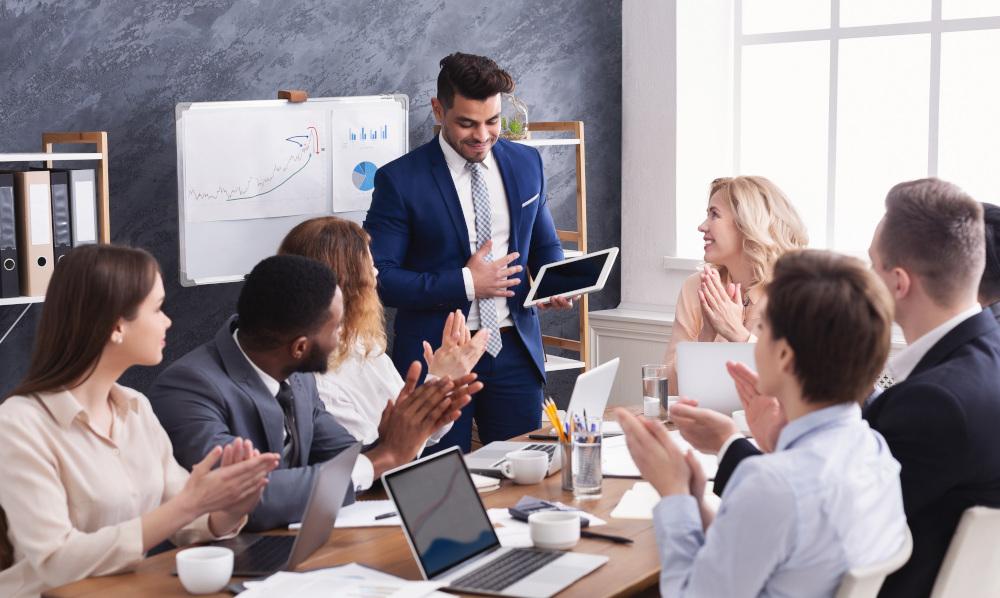 zebranie pracowników w korporacji